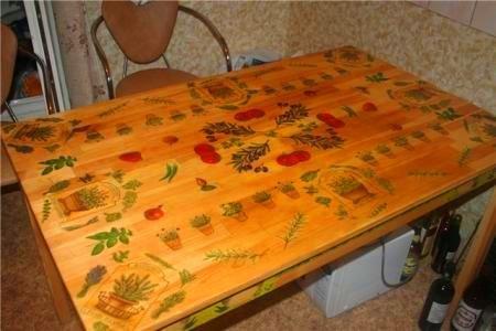 Неудачный пример обеденный стол в технике декупаж