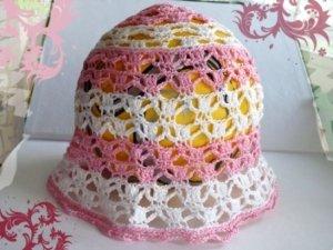 Вязаная шапочка крючком для девочки на лето