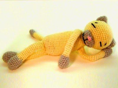 Вязаная игрушка Котик крючком