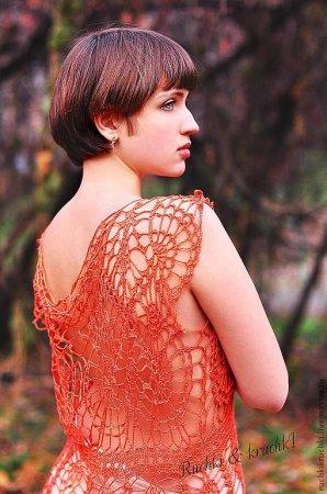 Красное легкое платьице, связанное крючком