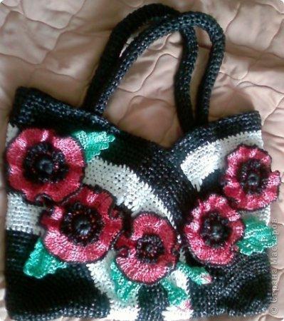 Украшенная цветами сумка из пакетов