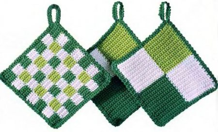 Зелено-белые кухонные прихватки ручной работы