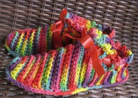 Разноцветные тапочки, сделанные самостоятельно