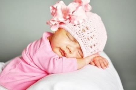 Чепчики крючком для новорожденных: схемы и описания.