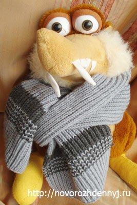 Красивый вязаный спицами шарфик для начинающих