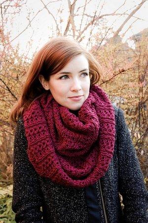 Вязаные спицами шарфы со