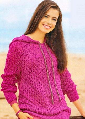 Розовый пуловер с капюшоном