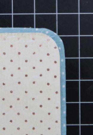 вырезаем лист скрапбумагии приклеиваем во внутреннюю часть