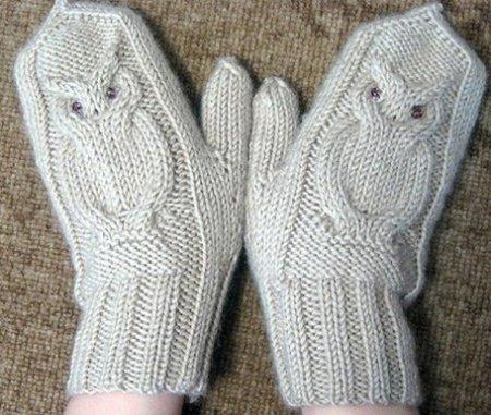 Стильные белые руковички ручной работы