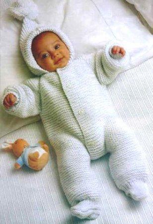 Схема и описание вязанного комбинезона для новорожденного