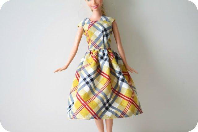Простое платье для куклы своими руками