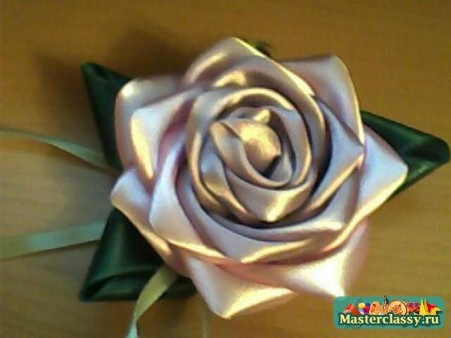 Цветы из атласных лент: мастер-класс при помощи тонких лент