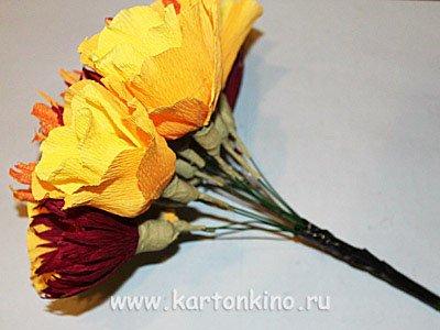 Розы в корзине из бумаги
