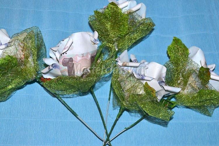 Цветок из денежных купюр