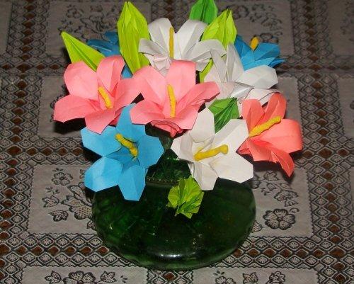 Фото белого цветка из бумаги