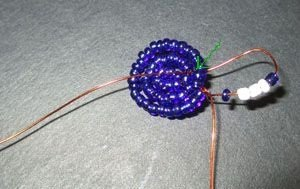 Фиалка из бисера: мастер-класс для начинающих, фото, видео и схемы плетения
