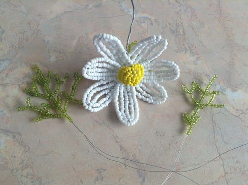 Ромашка из бисера: мастер класс и схема плетения своими руками