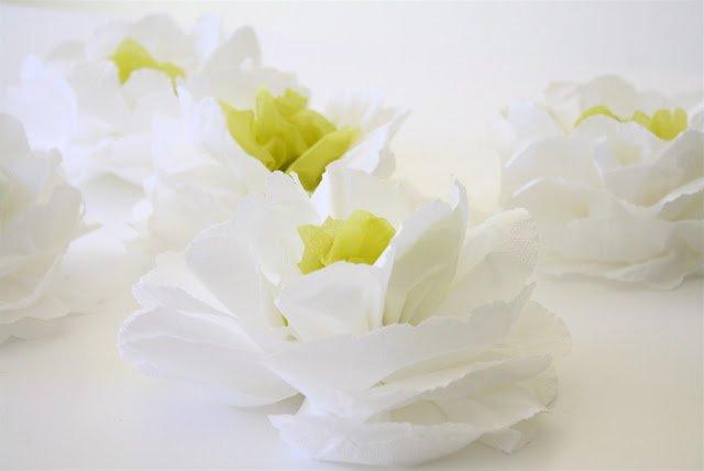 Цветок из салфеток своими руками поэтапно фото 565