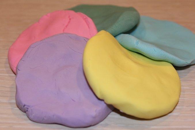 Как сделать пластилин в домашних из муки