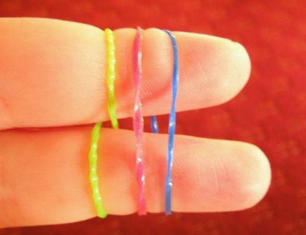 Плетение из резинок для начинающих: браслеты и фигурки на пальцах и без станка пошагово