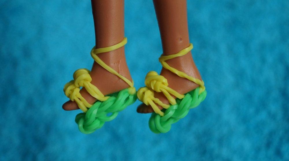 Плетение из резинок: одежда для кукол на крючке, на рогатке и без станка