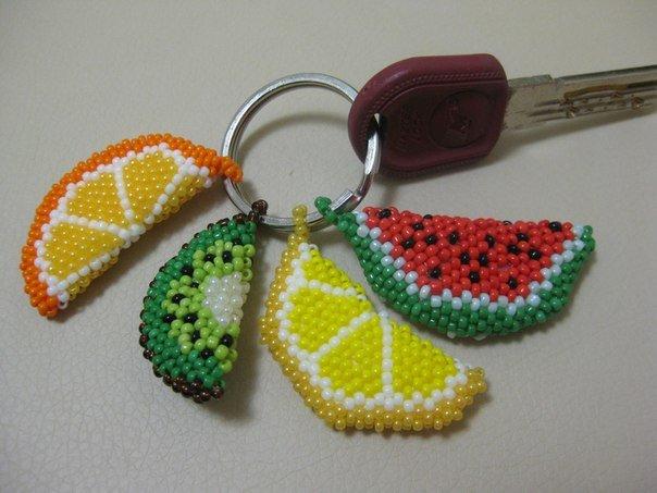 Брелки из бисера: делаем пошагово кирпичным плетением
