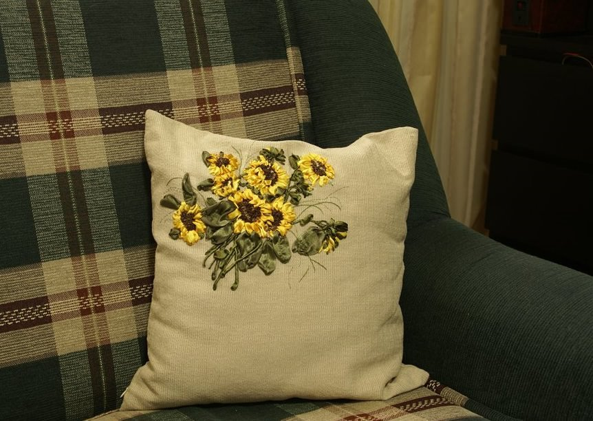 Вышивка подушки лентами: мастер класс с видео