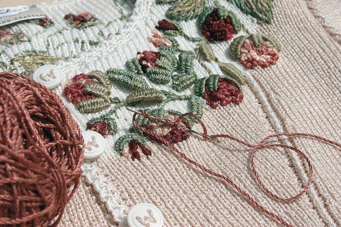 Вышивка на вязаном полотне гладью