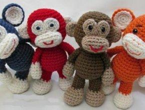Веселая обезьянка крючком: мастер класс своими руками