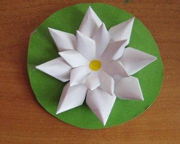 Как сделать кувшинку из бумаги
