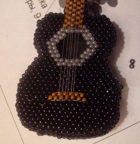 Мастер - класс по гитаре из бисер: схема плетения для начинающих
