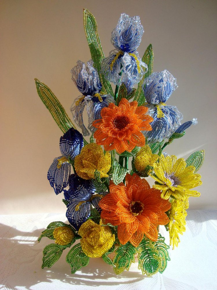 Цветочные композиции из бисера