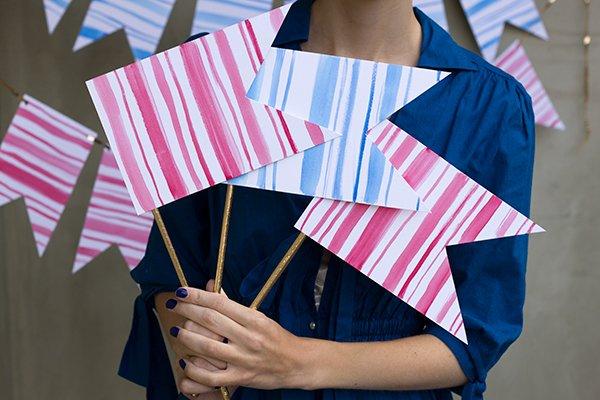 Флажок из бумаги на палочке своими руками
