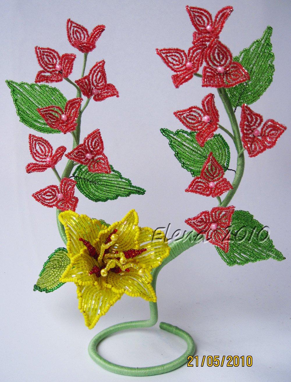 Цветы из бисера к 8марта t делать