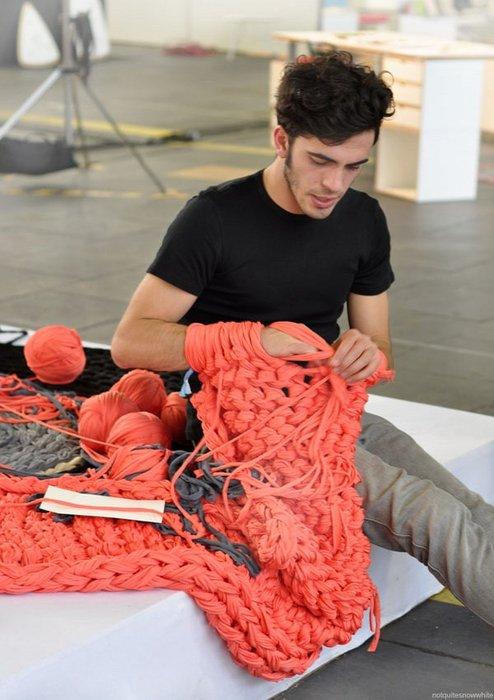 Плед из толстой пряжи: мастер класс по его вязанию спицами с пошаговыми фото и видео