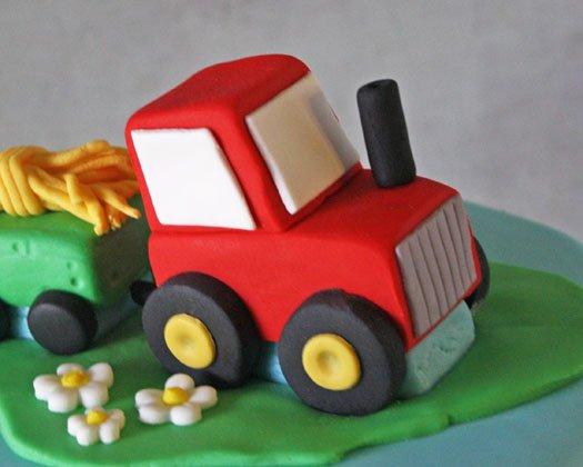 Торт с трактором из мастики