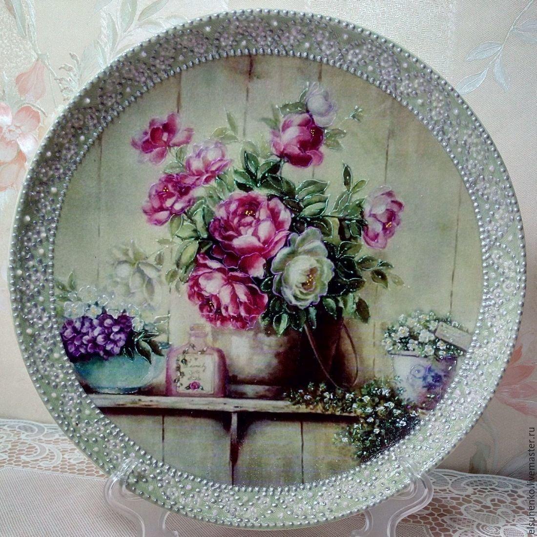 Декоративные тарелки на стену: способы декорирования, 75 фото, видео 82