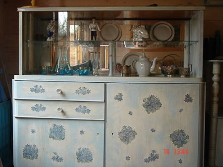 1375205878_6-dekupaj-kuhonnoi-mebeli Декупаж мебели фото до и после.Техника декупажа мастер класс. Декупаж мебели для начинающих, пошагово, салфетками, тканью, обоями, красками, в стиле прованс. Все для декупажа с Алиэкспресс