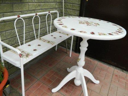 1376215752_dekupaj-kruglogo-stola Декупаж круглого обеденного стола и его украшение своими руками (много фото!)