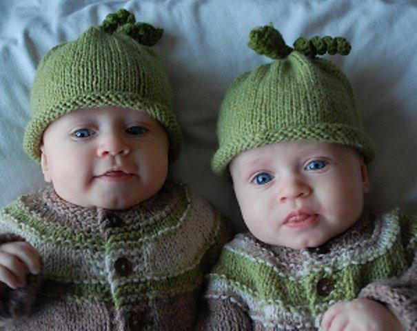детские вязаные спицами шапочки для новорожденного для мальчика и