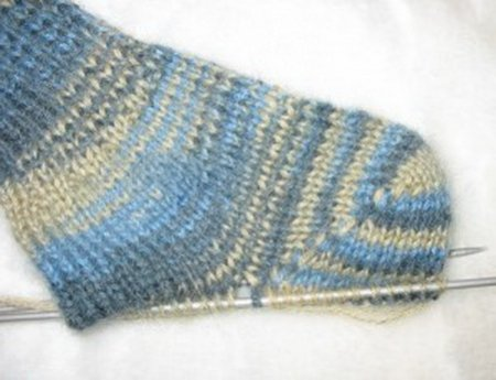 1378477540_04-viazem-noski-spicami Как связать носки спицами детям и взрослым? Узоры для носков спицами: схемы