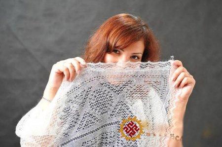 1390853580_02-vyazanie-puhovogo-platka-spitcami Вязаные платки и шали спицами схема бесплатно