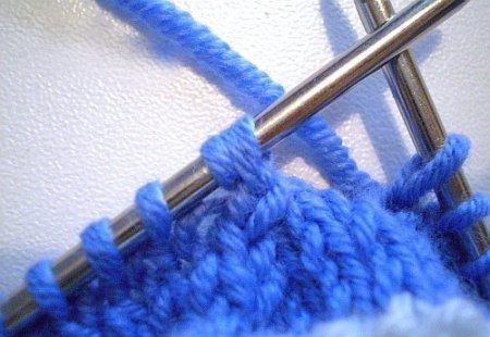 1391956003_03-pinetki-dlia-novorogdennogo-spitcami-master-klass Как связать пинетки спицами: способы для начинающих пошагово