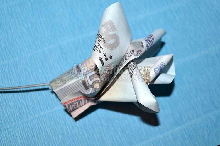 1437162986_1392901196_11_750x500 Цветы из денег пошагово своими руками (фото)