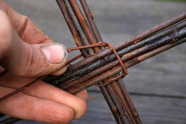 Плетение корзин из ивы для начинающих: мастер класс и технологии плетения