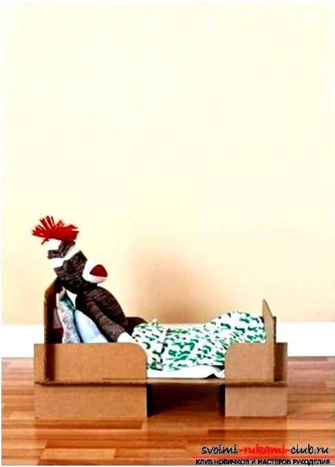 1454184458_5014b0471bfb10190dd84d273f818852 Домик и мебель для кукол своими руками из картона: схема, выкройка, фото. Как сделать кровать, диван, шкаф, стол, стулья, кресло, кухню, холодильник, плиту, коляску для кукол из картона своими руками