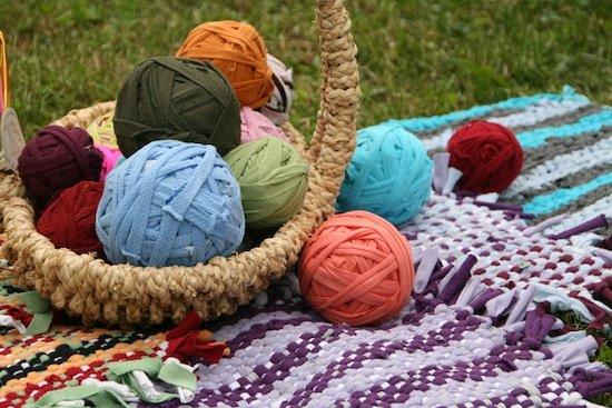 1467119690_kovrik2 Коврики своими руками - 80 фото идей создания входных и напольных ковров