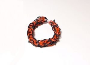 1467314807_kak_plesti_braslety_iz_rezinok_kryuchkom_33 Плетение из резинок на крючке для начинающих: уроки как делать фигурки, игрушки и плести браслеты