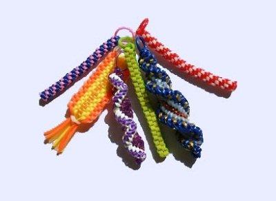 1469990442_kak-plesti-fenechki-iz-trubochek1 Плетение браслетов из цветных трубочек для начинающих с фото и видео