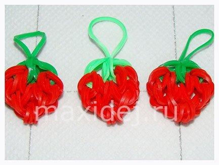 1480542520_kak-plesti-klubniku-iz-rezinok18 Как сплести фрукты из резинок своими руками на рогатке с видео